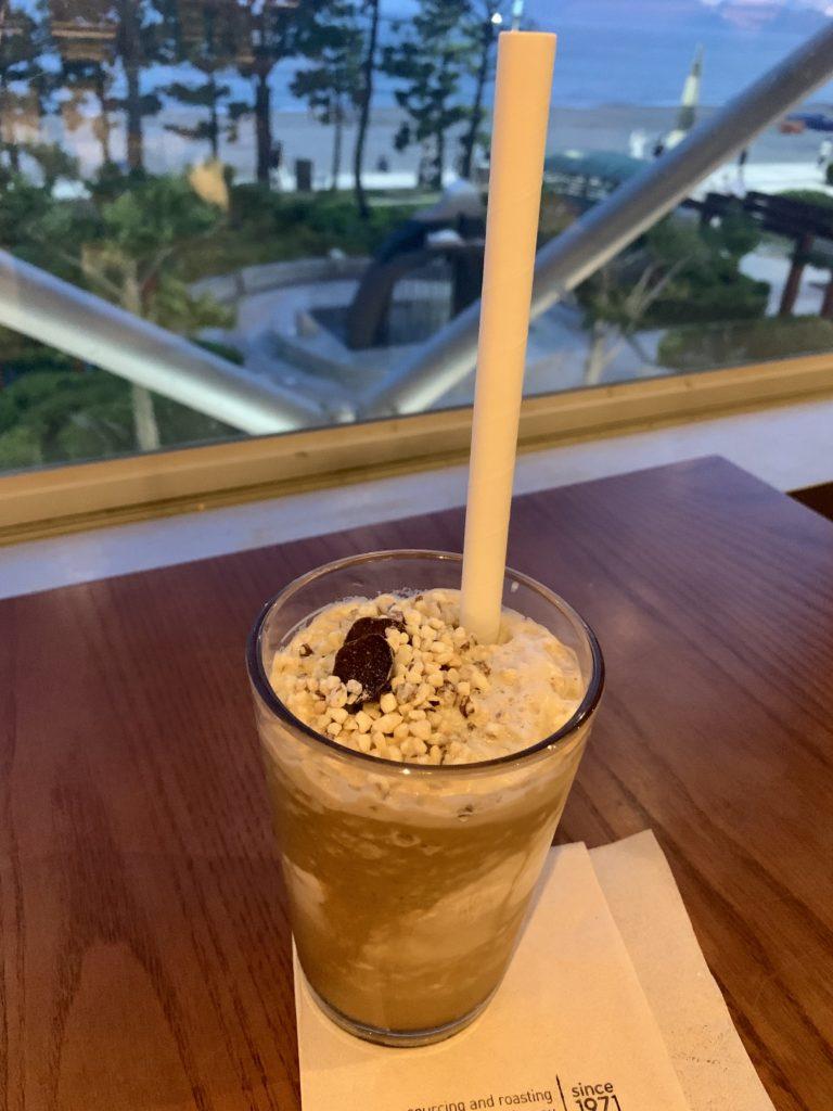 釜山サンドビーチクリームフラペチーノ